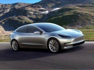 Le auto Tesla saranno presto in grado di parlare con i pedoni