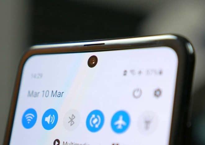 Samsung Galaxy S21 punta al lancio con una fotocamera sotto lo schermo