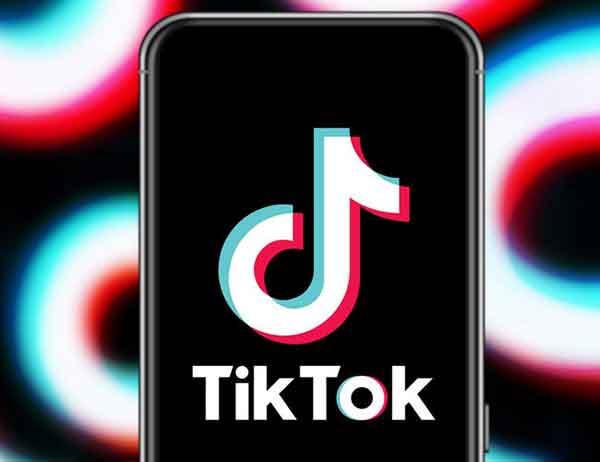 использовать автоматические субтитры TikTok